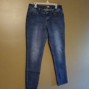 Suzanne Betro skinny jean